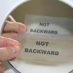 Miks on peegelpildil vahetatud parem ja vasak pool, kuid mitte ülemine ja alumine?